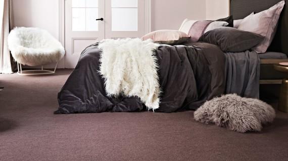 Nên chọn chất liệu thảm lót sàn phòng ngủ như thế nào?